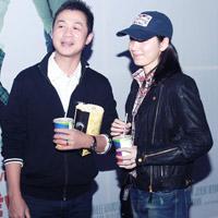 """MC Anh Tuấn cùng vợ """"tái xuất"""" sau đám cưới"""