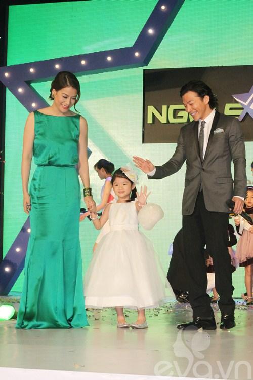 Hà Tăng trao giải mỹ nhân của năm cho Hà Hồ-8