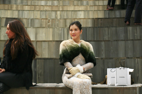 ly nha ky sang paris du show chanel - 13