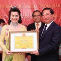 Làng sao - TS Kim Hồng nhận bằng khen từ Bộ trưởng