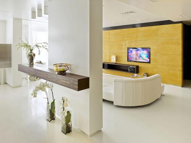 Ngay từ khi bước chân vào căn hộ, khách đã cảm thấy hút mắt và thích thú với một không gian trắng thanh lịch mà xinh tươi.