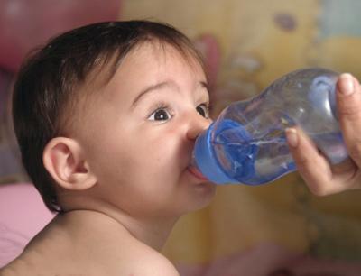Lượng nước cần cho bé theo từng độ tuổi - 1
