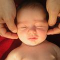 Làm mẹ - Video: Massage mặt cho bé nụ cười tươi