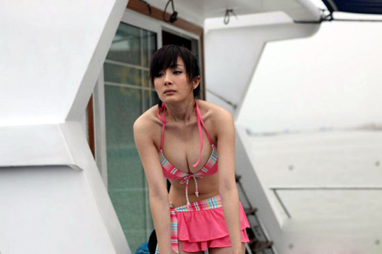 phim kinh di lam dung canh khoe nguc bi 'nem da' - 1