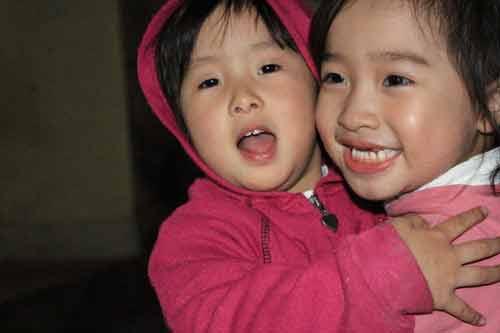 sinh 2 con gai duoc thuong quat cay - 2