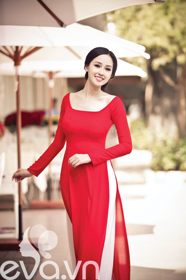 Hoa hậu Mai Phương Thúy nền nã trong chiếc áo truyền thống trong dịp đầu năm.