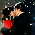 Tình yêu - Giới tính - Giải mã nụ hôn đêm giao thừa