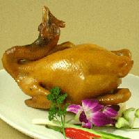 Chọn và luộc gà ngon cúng giao thừa