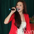 Làng sao - Vy Oanh lần đầu tiên hát trong... trại giam