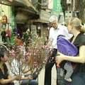 Tin tức - Đại sứ Đan Mạch đi chợ hoa Tết ở Hà Nội
