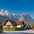 Xem & Đọc - Ghé thị trấn cổ 'khai sinh' môn trượt tuyết núi