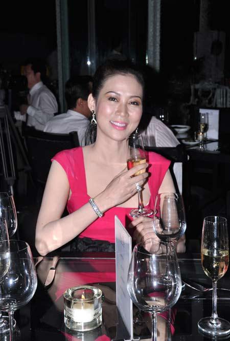 sao viet mot thoi vang bong (1): dv diem huong - 6