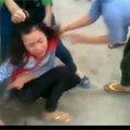 Tin tức - Lại xuất hiện clip nữ sinh bị đánh hội đồng