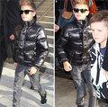 """Làng sao - Romeo Beckham """"trình diễn"""" thời trang trên phố"""