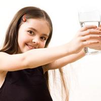 Uống nước dừa, da con tôi trắng hồng