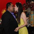 Làng sao - Dũng Taylor hôn Thu Phương trước mặt bố mẹ