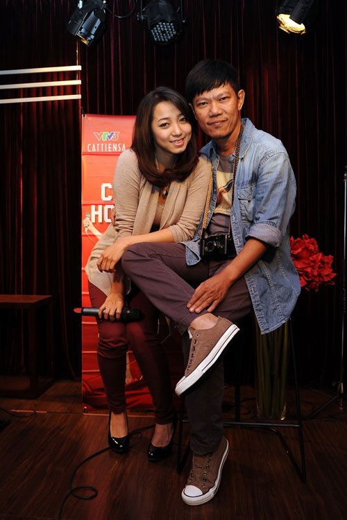 thanh thuy cham con ngay tren san tap - 18