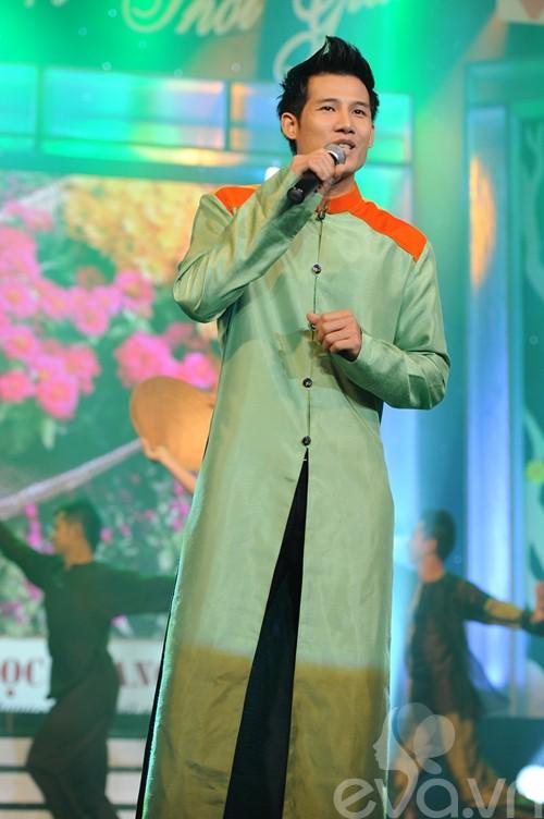 thu minh lan dau dua truc nhan len san khau - 12