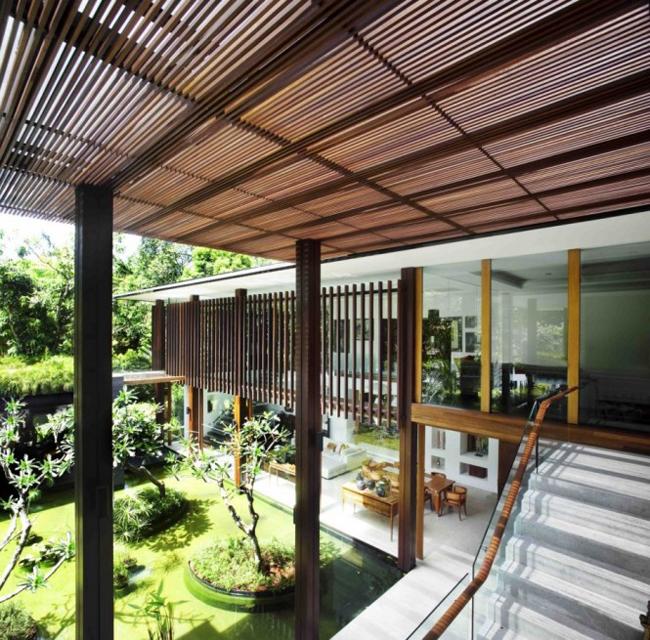 Ngôi biệt thự đặc biệt này có cái tên rất phù hợp với nó: biệt thự Mặt trời. Có thể dễ hiểu vì sao người ta đặt cho nó cái tên như vậy, vì từng không gian trong nhà được thiết kế để hứng lấy nguồn năng lượng bất tận từ thiên nhiên.