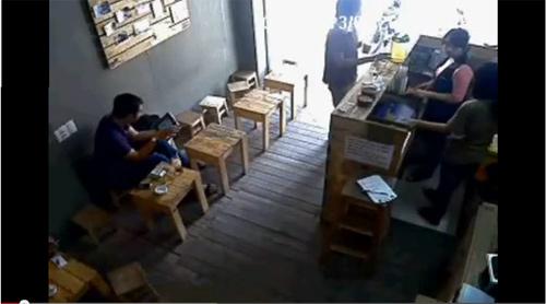 clip: cuop ipad trong quan ca phe o sg - 1