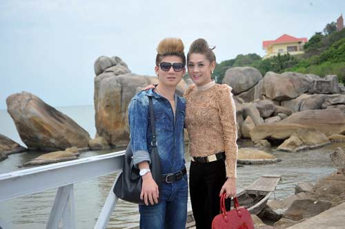 ban trai om eo lam chi khanh day tinh cam - 4