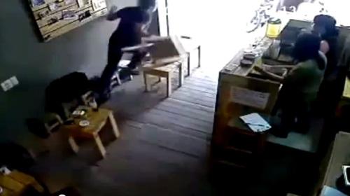 vu cuop ipad trong quan cafe qua loi ke nan nhan - 2