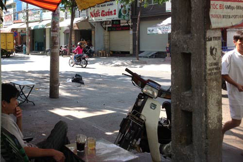 vu cuop ipad trong quan cafe qua loi ke nan nhan - 4