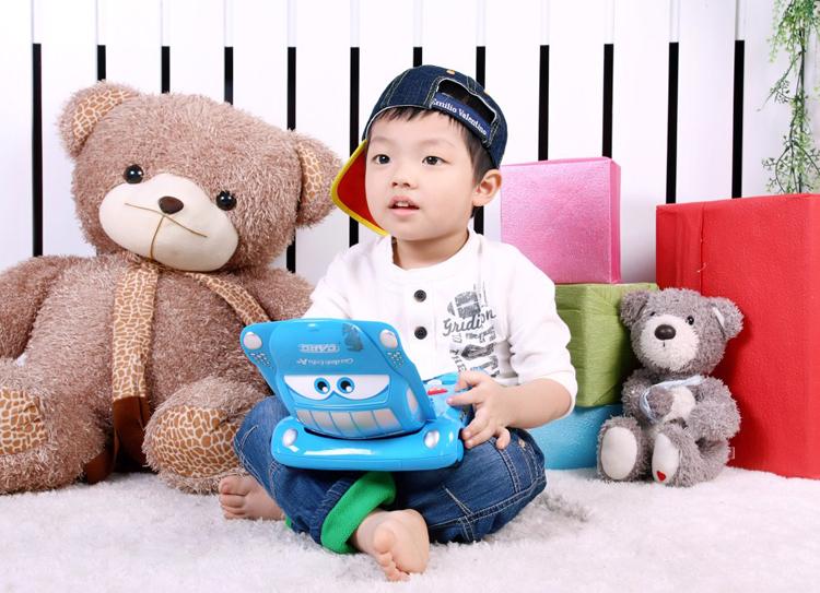 Cậu bé Trần Viết Bảo Lâm thích chụp ảnh lắm, và hôm nay quyết định khoe ảnh trên Eva.vn nhé.