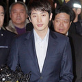 Làng sao - Park Si Hoo lộ diện sau 10 tiếng thẩm vấn