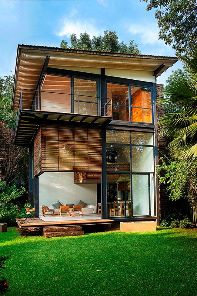 Có ai mà cưỡng lại sức hút hồn của ngôi biệt thự gỗ nằm giữa vườn cây cỏ xanh um tùm thế này cơ chứ?