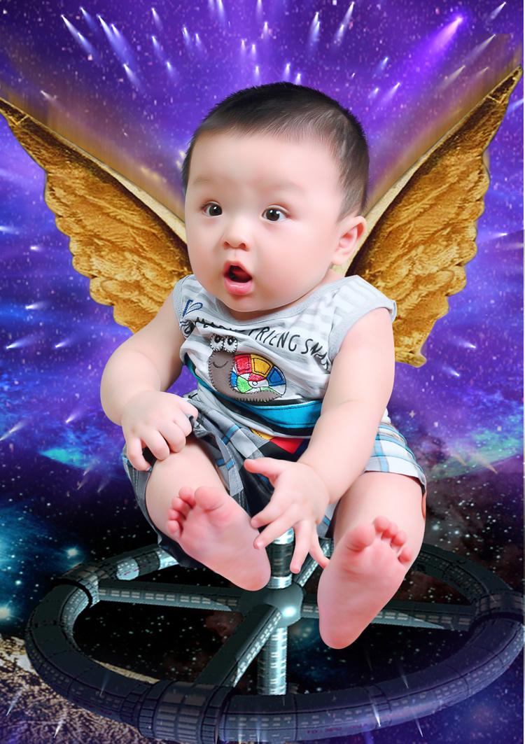 Đây là 'thiên thần ánh sáng' của nhà tôi, bé có tên Đặng Minh Quang Vũ đó.