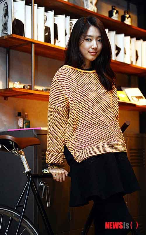 Diện đồ len chất như Park Shin Hye trong 'Mỹ nam nhà bên' - 2