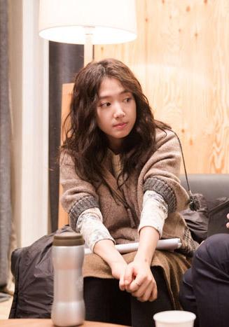 Diện đồ len chất như Park Shin Hye trong 'Mỹ nam nhà bên' - 10