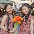 Làng sao - Tam Triều Dâng mua hoa tặng chị gái ngày 8/3