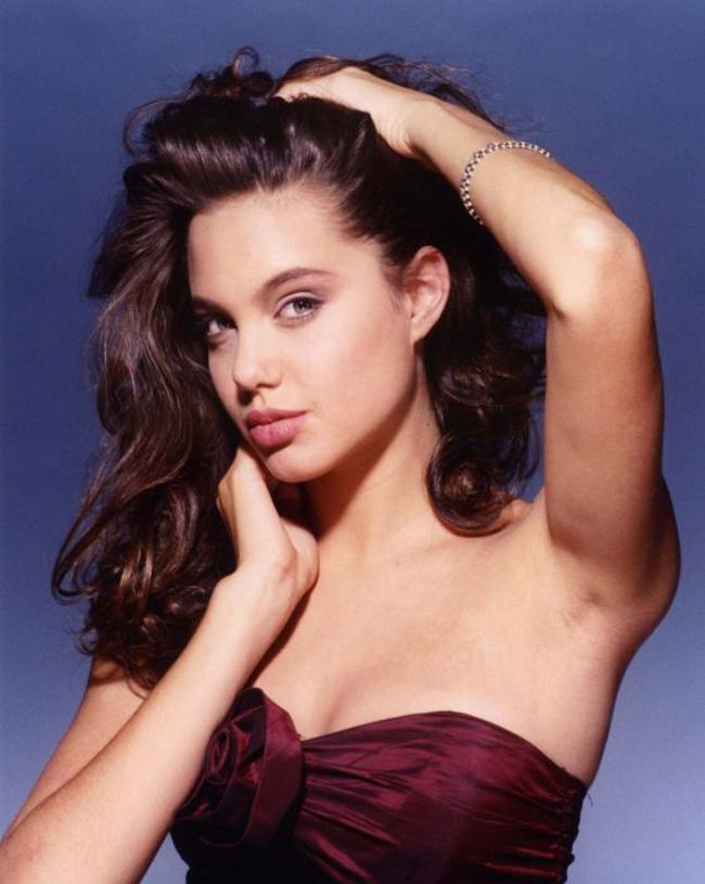 Ngắm Angelina Jolie thời  ' hoang dại '