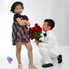 Con trai Á hậu Thu Hương tặng hoa bạn gái