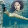 """Eva """"soi"""": Kelly Brook hóa nàng tiên cá"""