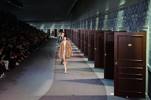 Louis Vuitton khêu gợi với thiết kế chốn phòng the