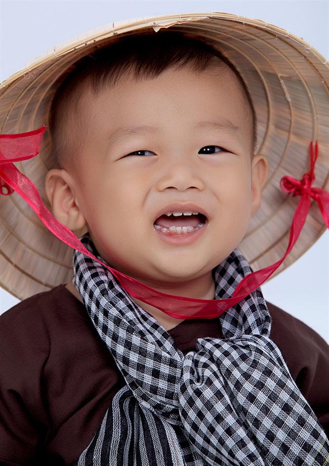 Nụ cười hạnh phúc trên môi em là điều mà bố mẹ mong muốn nhìn thấy mỗi ngày.