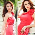 HH Thu Hoài đỏ rực ngày Quốc tế phụ nữ