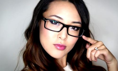Mẹo trang điểm cho nàng đeo kính