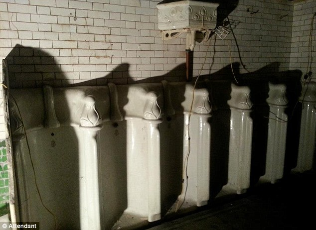 toilet nam vut hoa quan cafe hang sang - 7