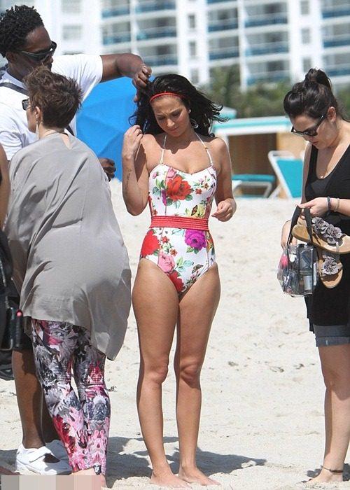 Cùng mỹ nhân chọn bikini mùa hè-16