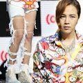 Làng sao - Jang Geun Suk mặc quần rách tả tơi