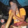 """Tin tức - Nơi con gái không hút thuốc lào sẽ """"ế"""""""