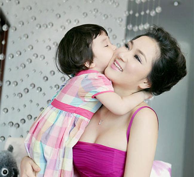 Những bà mẹ đơn thân  ' đắt giá '  nhất Vbiz