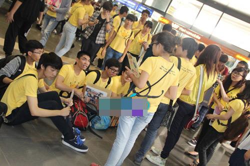 fans t-ara dien dong phuc vang don than tuong - 2