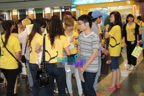 fans t-ara dien dong phuc vang don than tuong - 6