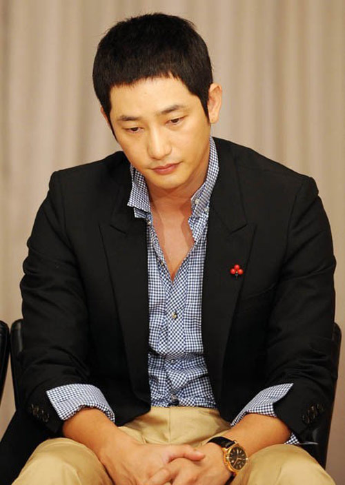 park si hoo co the bi bat khan cap - 2