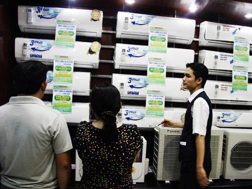 Hàng điện lạnh liệu có tăng giá vì dán tem? - 1